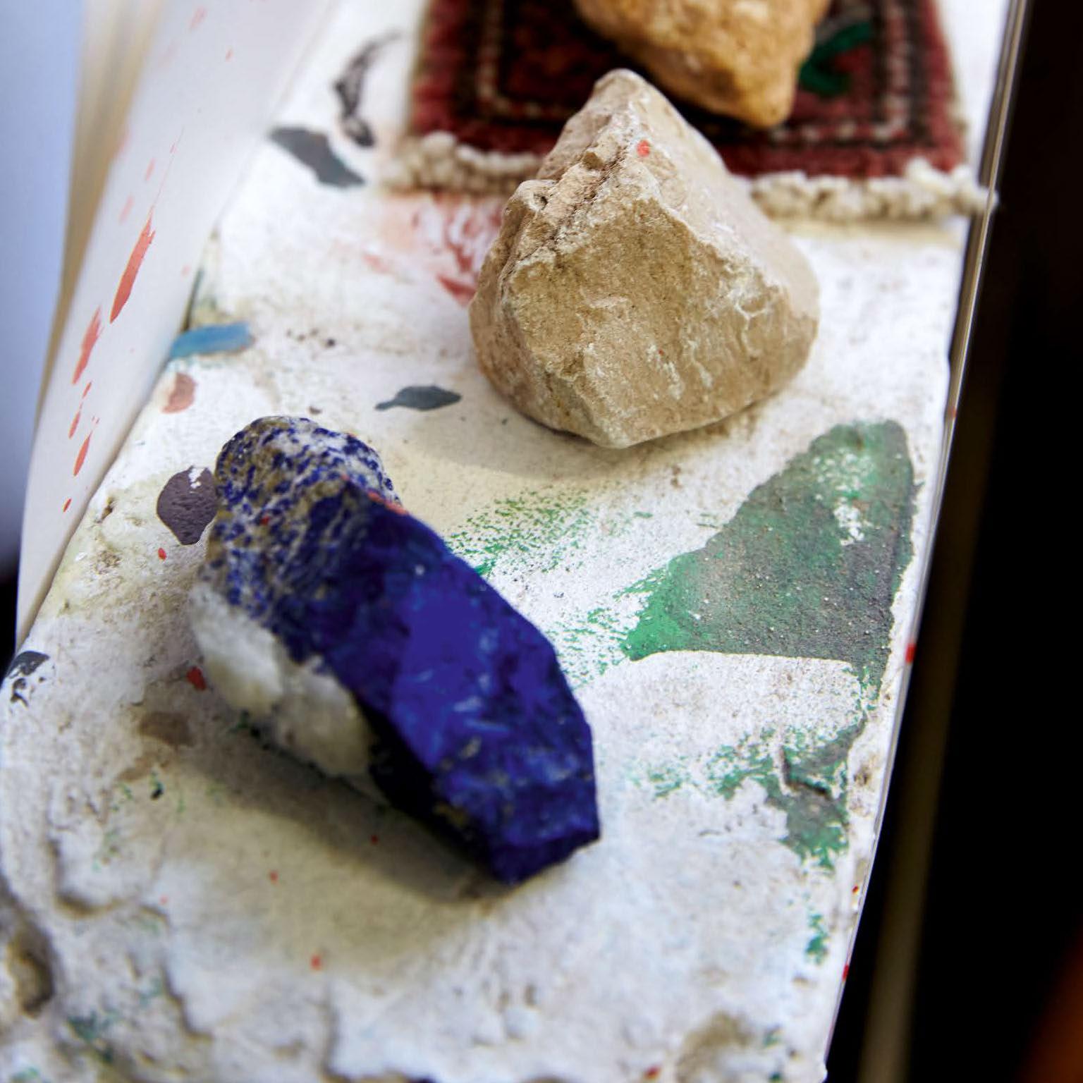Ausstellungskatalog Aatifi farbige Steine
